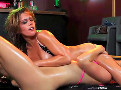 Spicy babe Sasha gives a great sloppy cuni