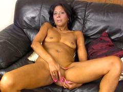 Ebony Sophia Smith pokes her pussy