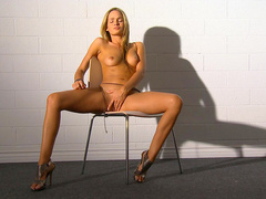 Blonde Felicity Jade is fingering her stunning vagina