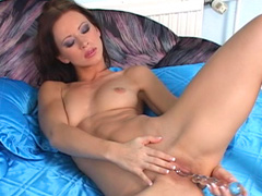 Brunette Susana Spears penetrates her trimmed pussy