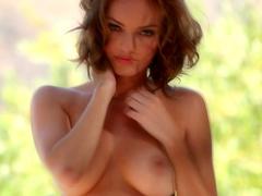 American brunette Dakota Rae shows her booty