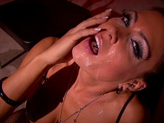 Jessica Jaymes gives a stunning hardcore blowjob