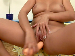 Voluptuous beauty shows off in raw solo