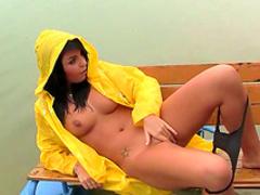 Outdoor masturbation with Nikki