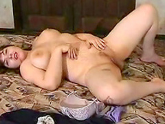 Chubby babe Julya is poking her pussy on the floor