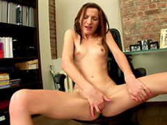 Sensual skinny babe Olien is masturbating so sexy