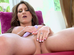 Brunette Evelin Rain pokes her puss with vibrator