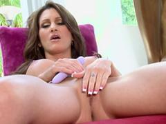 Brunette Evelin Rain pokes her puss with vibrator