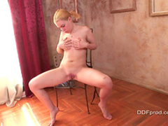 Amateur blonde stretches her round ass