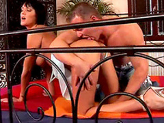 Flexible milf gets pussy licked on bed