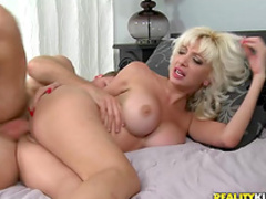 Hardcore babe with nice tits is sucking a dick