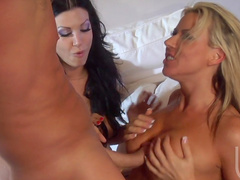 Carolyn Reese and Roxy Deville are fucking with bodybuilder