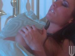 Alektra Blue is masturbating her shaved nice hole