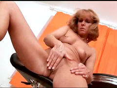 The mature wants to cum