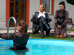 Gina Killmer and Tatiana Milovani are playing in the pool