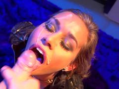 Beauty Kennedy Leigh gives a deep blowjob