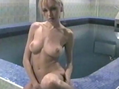 Teen amateur shows her soapy body in the sauna