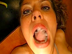 Brunette love to feel sperm in her mouth