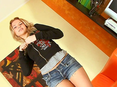 Blonde Ianisha enjoys masturbation orgasm