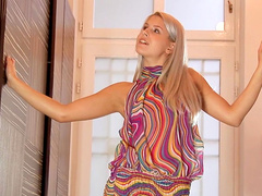 Astonishing blonde Brandy Smile plays with a vibrator