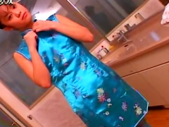 Asian babe Sayaka Kusunoki is washing her nice puss