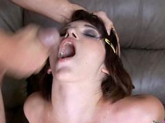 Teen craves the facial cumshot