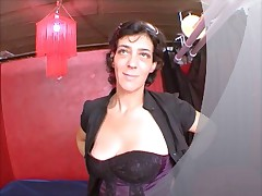 Karima marocaine moche et timide baise