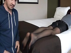 Dude fucks his gf's feet to cover them with jizz shot