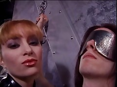 Latex-clad Misstress Lolita fooling around with her slaves 10-Pounder