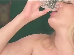 Hawt mother I'd like to fuck drinks her cum! SEXY!!!