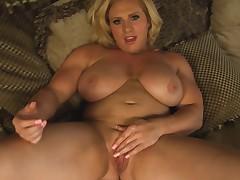 Meaty whore filmed her jilling