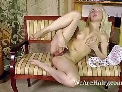 Hirsute hotty Sasha K plays with green fishnets