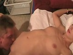This amateur couple really likes to 69