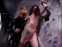 Latex-clad Misstress Lolita fooling around with her slaves cock