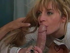 Sexy blonde MILF slut exchanges oral sex with young man
