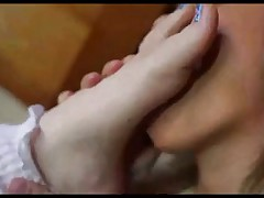 Lesbo foot sniffing and toe engulfing