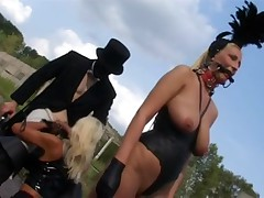 Golden-Haired Fetish-Doxy Kathleen in bizzare Outdoors-Scene