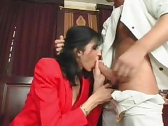 Skinny mature babe gets her cunt ravaged by younger guy