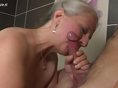 Aged whore mamma takes youthful ding-dong in the bathtub