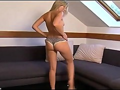 Sexy blond fuck herself