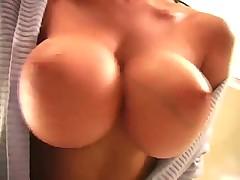 Tyra perfekt tits