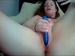 Webcam dildo play: Curvy amateur redhead