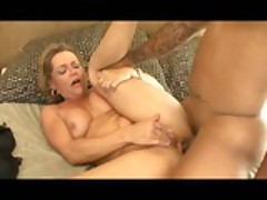 Huge Creampie For A Insulting MILF