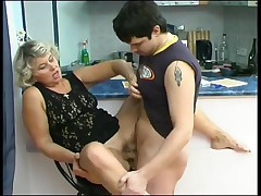 Smoking mature gets her cunt licked