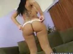 Latina Mami Shows Her Big Sexy Ass
