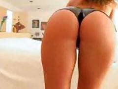 Naomi Russell showing off her sick ass
