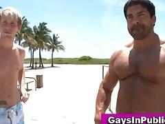 Twink sucks muscular guy in car