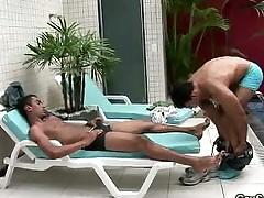 Hot Gay Gives a Blowjob to his Man