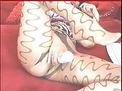 Hot cam MILF in pantyhose masturbates and shows great feet