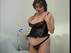 SEXY MATURE PREGNANT PLAYING FOR YOU - londonlad